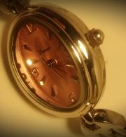 Женские наручные часы «Lamue».