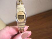 Винтажные электронные женские часы с браслетом