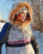 Женское с синими рукавами зимнее пальто с мехом (шуба)